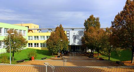 Základní škola a mateřská škola Barrandov – Chaplinovo náměstí 1/615, Praha 5